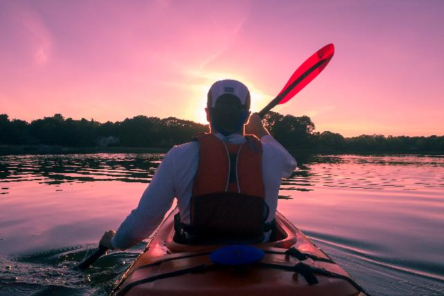 does kayaking build muscle